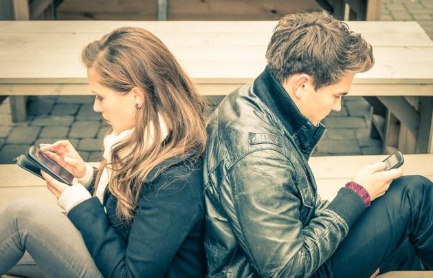 只摟著你的腰,偷偷地親你,增加情侶間溫馨20個動作。