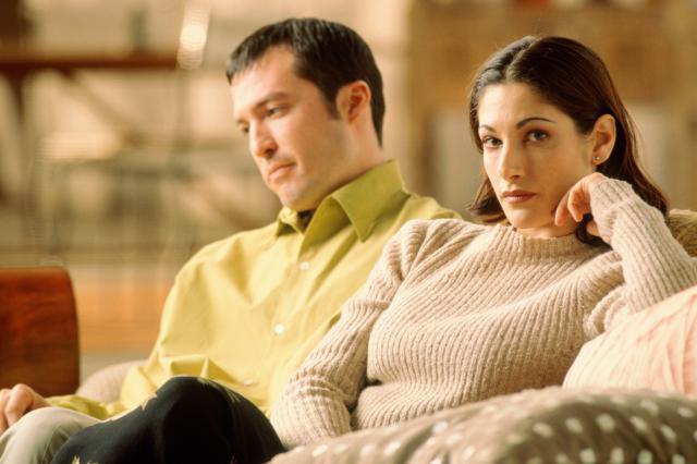 分手情侶就像摔碎的花瓶,男人不該和前女友做哪些事?