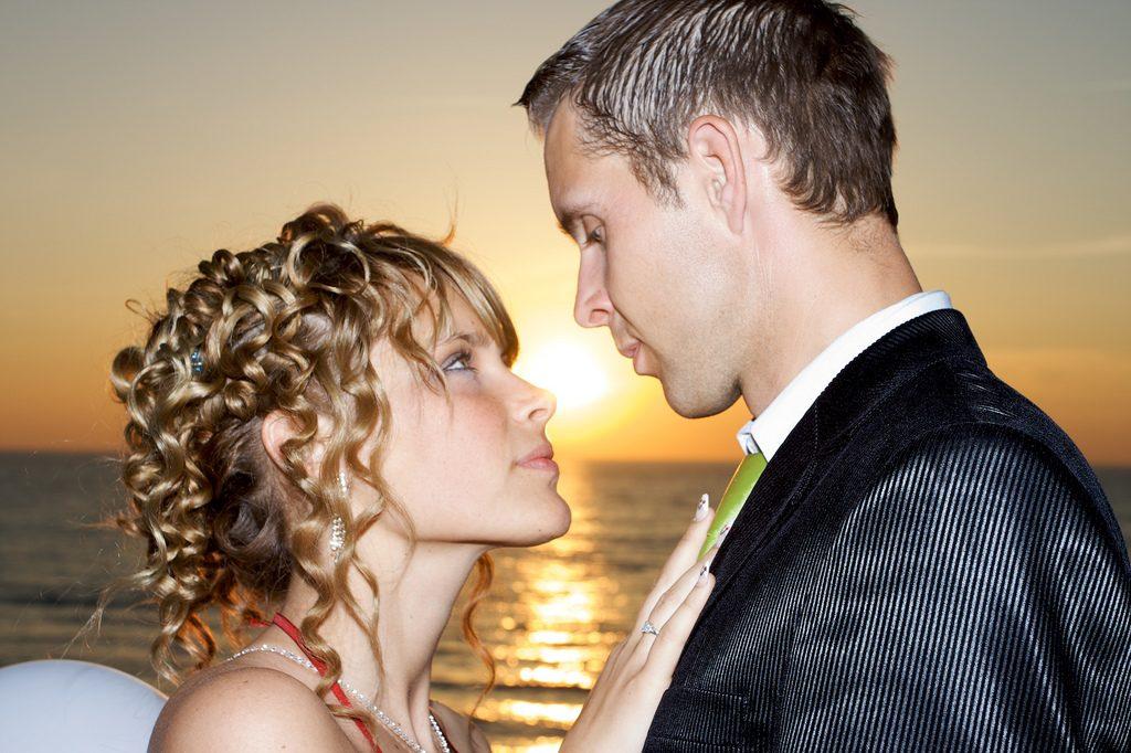 如何判斷老公是否有婚外戀,肯定會有些蛛絲馬跡可尋。