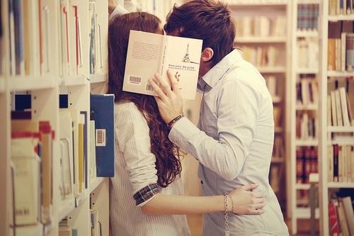 戀愛時如何觀察,對方12種小舉動説明你沒有那麼重要。