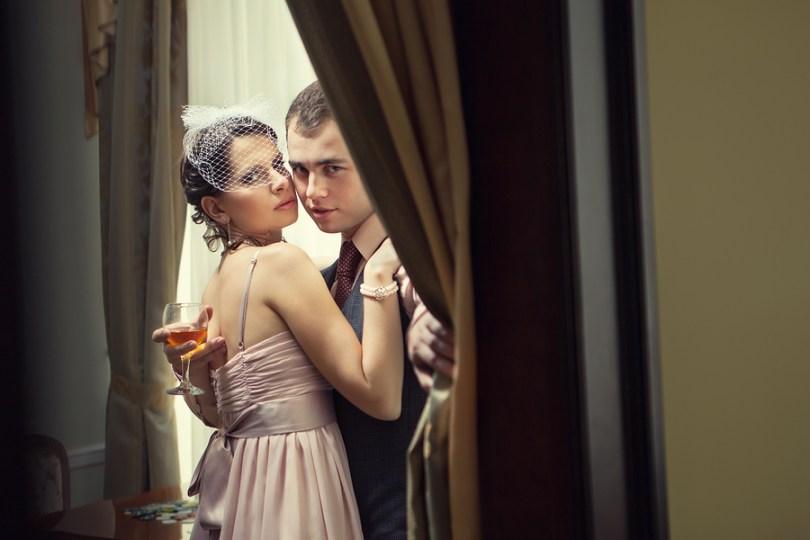 早上和戀人來個短暫擁抱是可以接受,辦公室戀愛技巧。