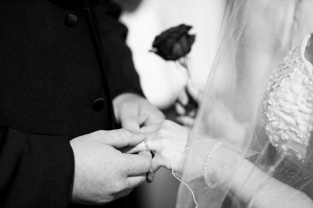 經營彌足珍貴的婚姻,必須經得起誘惑,耐得住寂寞。