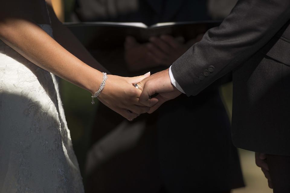 真愛一個人是能感受到的,愛你的男人都會為你做什麼?