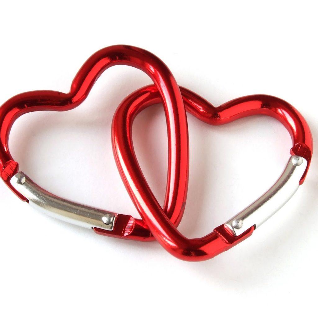現在同居現象越來越普遍,為何男人想同居,為愛為床?