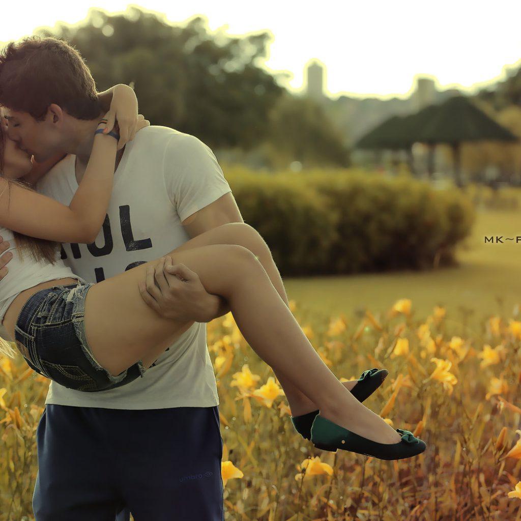 人妻究竟哪里值得男人迷戀,男人為何不愛少女愛人妻?
